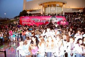 5-VERSAFLOOR-Miley-Cirus-Tour-bus-versa2008