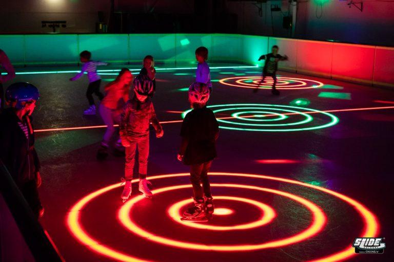 Bild 5 Eishockeyfeld Kinder Spieler Neon