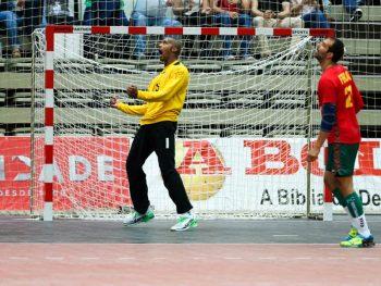 Det mobile håndballgulvet forebygger ytterligere mot skader på knær og ankelledd