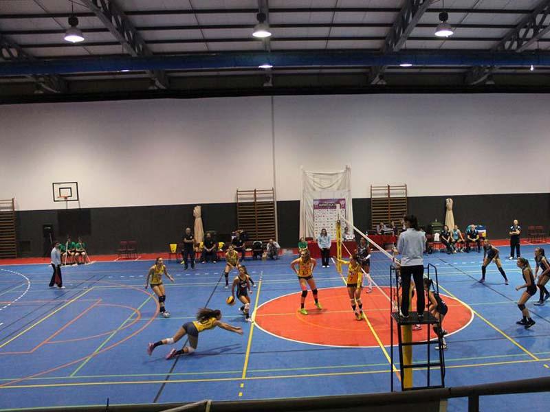 Full action på det mobile volleyballgulvet